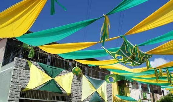 A decoração de varandas para Copa do Mundo pode ter elementos interessantes, sem necessariamente serem caros (Foto: Divulgação)