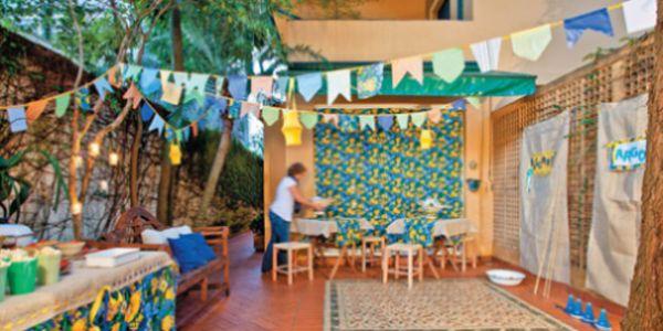 A decoração para festa junina tema Copa do Mundo é o estilo mais procurado para as festas desta época do ano (Foto: Divulgação)