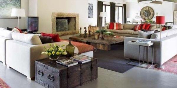 Os baús na decoração de ambientes é uma ótima pedida para quem está buscando espaço útil extra para seu cômodo (Foto: lushome.com)