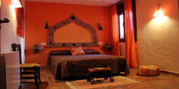 A decoração com detalhes árabes pode ser o que faltava para repaginar o visual de sua casa e mudar o clima para mais alegre (Foto: cheaproomdeals.com)