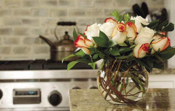 A decoração de ambientes floral para inverno anima e diferencia o ambiente (Foto: homemakeronadime.com)