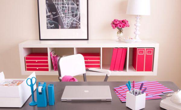 A decoração para home office deve ser a mais especial possível, para você trabalhar e estudar com mais descontração (Foto: hecherrydreamsom-alessa.blogspot.com.br)