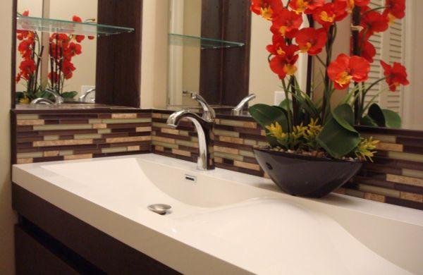 A decoração castanho para banheiros garante fôlego novo para este espaço de seu lar (Foto: claffisica.org)