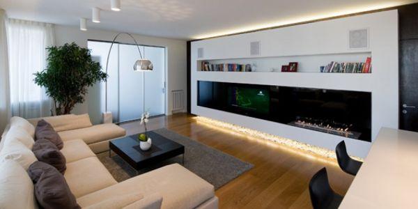 A decoração de apartamentos com lareira é uma boa opção quem adora aproveitar as baixas temperaturas em casa, lendo um bom livro ou mesmo descansando (Foto: tazatek.com)