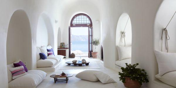 Se você está sem ideia para o décor saiba que a Grécia inspira decoração de ambientes (Foto: elledecor.com)