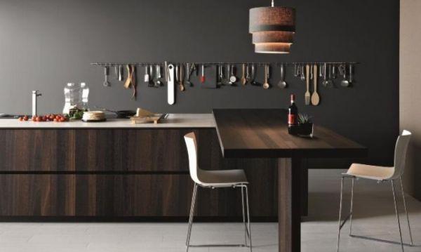 A decoração de ambientes com cores escuras pode sim ser aconchegante (Foto: olpos.com)