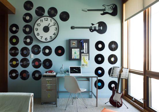 Aderir a detalhes na decoração para quem gosta de música é ótima saída para deixar a casa ainda mais aconchegante (Foto: pinterest.com)