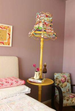 Este abajur decorativo é lindo e pode ter a cor ou estampa de sua preferência (Foto: decomanitas.com)