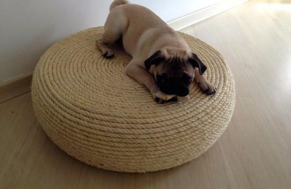 Este puff decorativo com pneu vai repaginar a decoração de sua casa (Foto: comendocomsentidos.com)