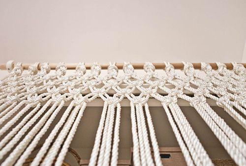 Esta cortina de macramê para decorar seus ambientes vai fazer o maior sucesso (Foto: decomanitas.com)