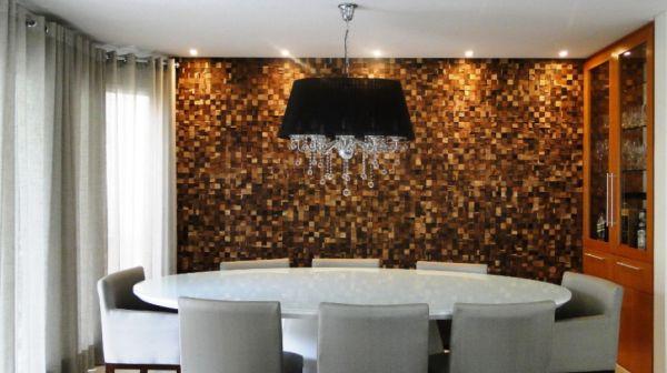 Instalar um painel de madeira não é tão difícil quanto você imagina (Foto: mulher.uol.com.br)