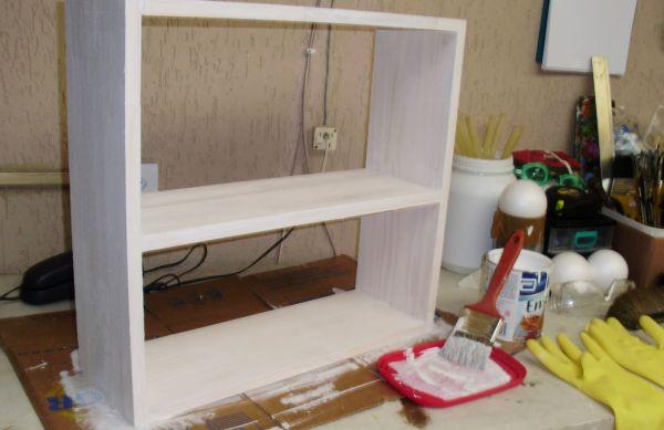 Faça esta prateleira de madeira para decorar a sua casa e receba muitos elogios (Foto: decoracaodecasaseapartamentos.blogspot.com.br)