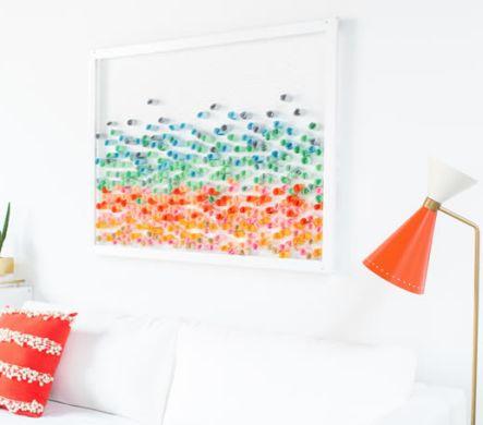 Com pouco investimento você faz uma bela decoração de painel colorido para casa (Foto: comofazeremcasa.net)