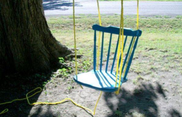 Faça este balanço de cadeira velha para alegrar as suas crianças (Foto: thisdiylife.wordpress.com)