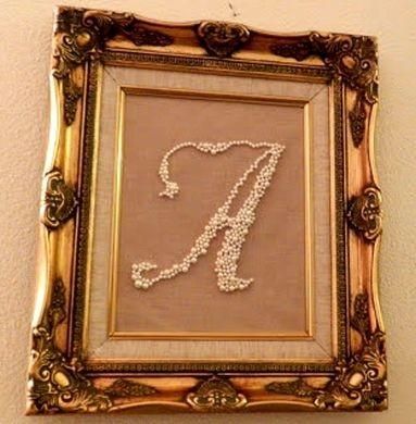 Se você quer uma peça sofisticada, invista nesta refinada moldura para decorar com estilo vintage (Foto: diyinspired.com)