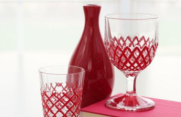 Decorando copos simples você pode renovar toda a decoração de sua cozinha (Foto: madiganmade.com)