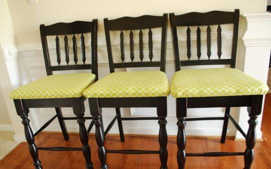 Estofar cadeiras de madeira vai renovar a decoração de todo o seu ambiente (Foto: craftaholicsanonymous.net)
