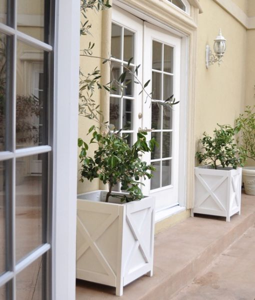 Cachepot de madeira é lindo e renova a decoração com facilidade (Foto: centsationalgirl.com)