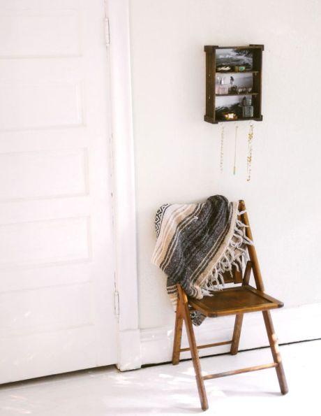 Transformar caixote em porta-joias é mais fácil do que você imagina (Foto: sincerelykinsey.com)
