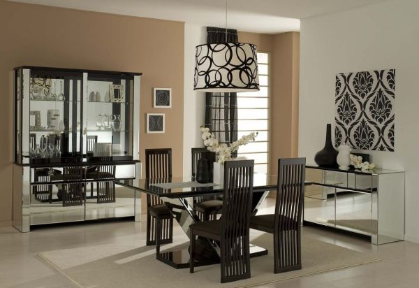 Há muitas ideias criativas para decorar aparador com vidro, escolha a sua preferida (Foto: walterickmedia.com)