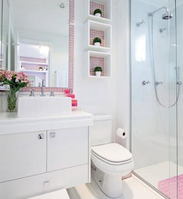 Decorar banheiros com nichos é uma maneira sofisticada de repaginar este ambiente (Foto: katiacrisamaro.blogspot.com.br)