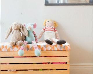 Caixa de brinquedos de madeira