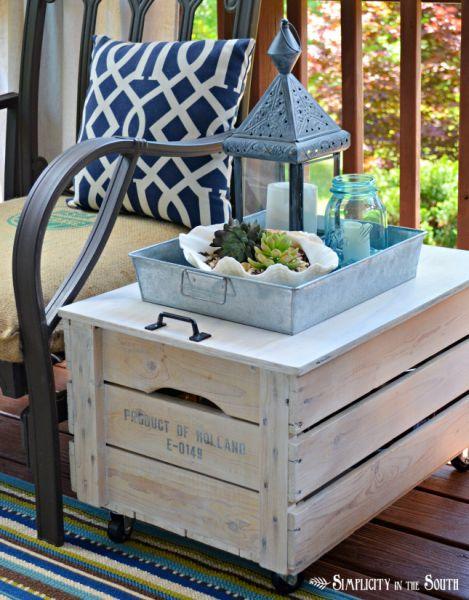 Mesinha baú com caixa de madeira pode ficar posicionada em qualquer ambiente de sua casa (Foto: infarrantlycreative.net)