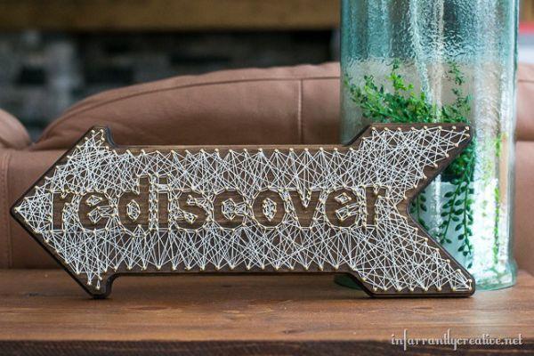 Placa decorativa em madeira pode ter o estilo e cores que você quiser (Foto: blog.joann.com)