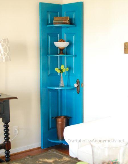 Usar porta velha na decoração pode ser bem interessante (Foto: craftaholicsanonymous.net)