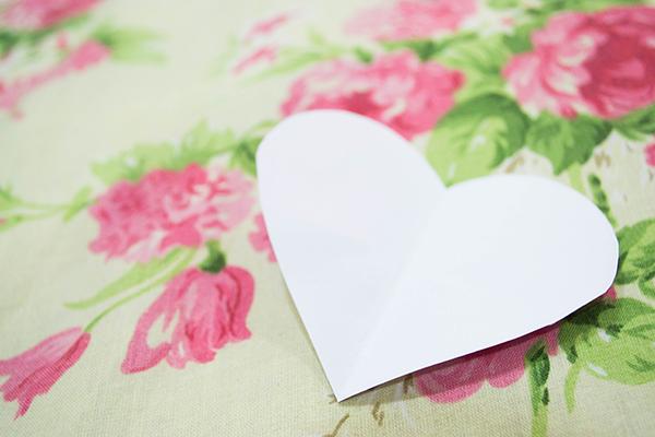 desenho de molde de coração cortado