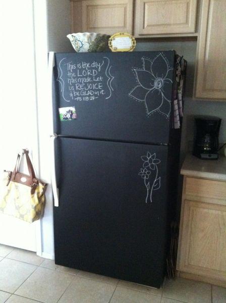 É possível conseguir em casa uma geladeira antiga reformada (Foto: erinlauray.com)