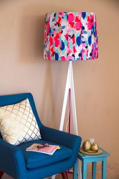 Você pode impor o seu estilo quando decorar um abajur com tecido (Foto: erynwithay.typepad.com)