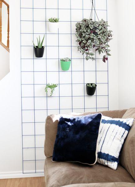 Esta ideia simples de decoração com plantas na parede vai fazer um verdadeiro milagre por seu décor (Foto: curbly.com)