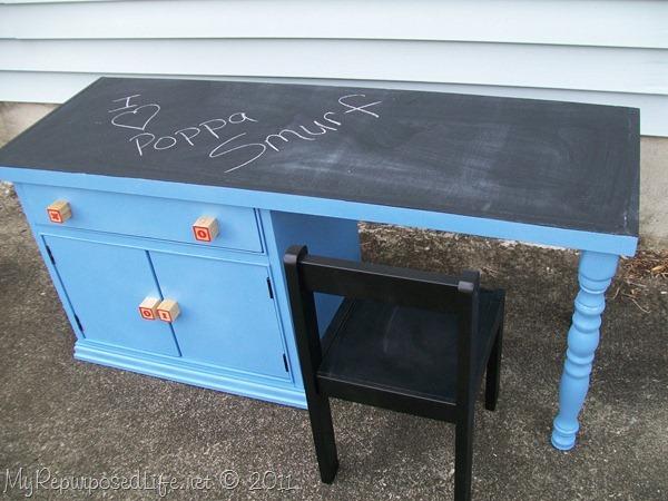 Com uma cabeceira velha reformada você pode conseguir uma linda escrivaninha (Foto: myrepurposedlife.com)