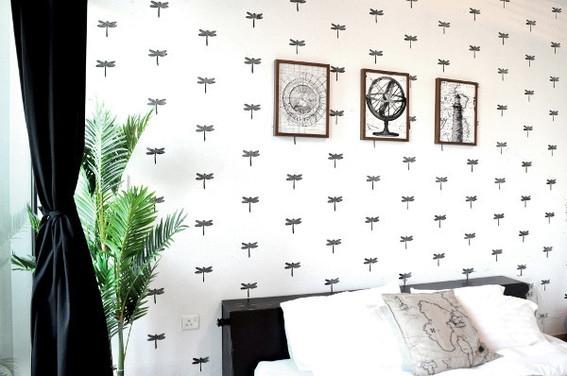 Invista em parede decorada com carimbo para renovar os seus ambientes (Foto: curbly.com)