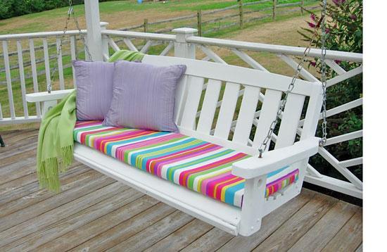 Banco de madeira decorado pode ter o estilo que você quiser (Foto: inmyownstyle.com)