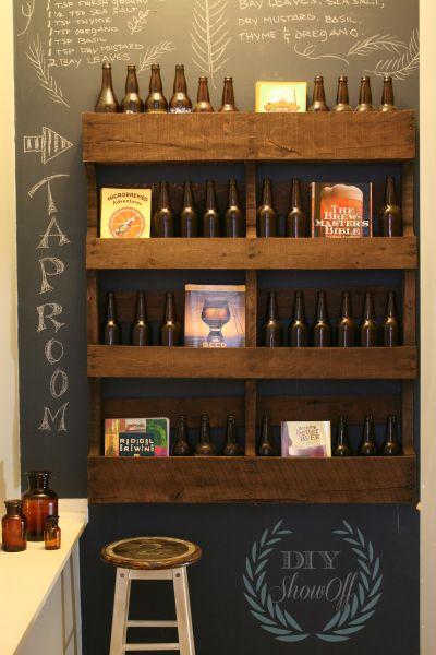 Esta decoração com prateleira de pallets pode frequentar qualquer ambiente (Foto: diyshowoff.com)