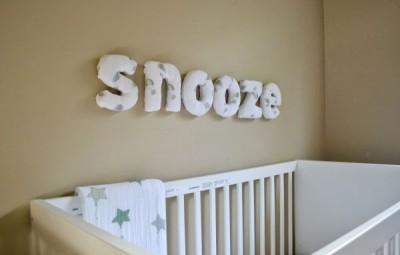 Esta decoração de quarto infantil com fraldas é fofa e fácil de ser feita (Foto: mommytesters.com)