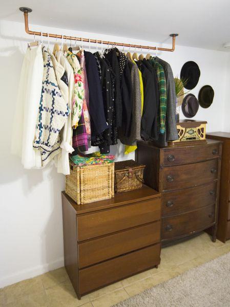 Esta decoração de um quarto com tubos é também funcional (Foto: muyingenioso.com)