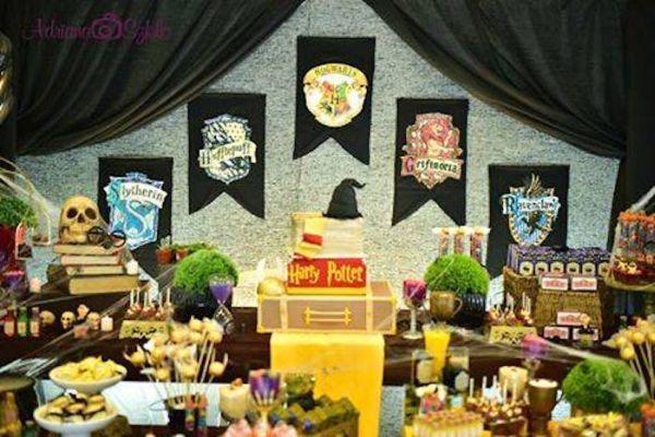 A decoração para festa infantil tema Harry Potter é muito interessante e divertida (Foto: karaspartyideas.com)