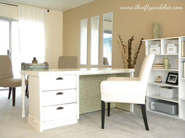 Transforme uma cômoda antiga em uma escrivaninha (Foto: thriftyandchic.com)