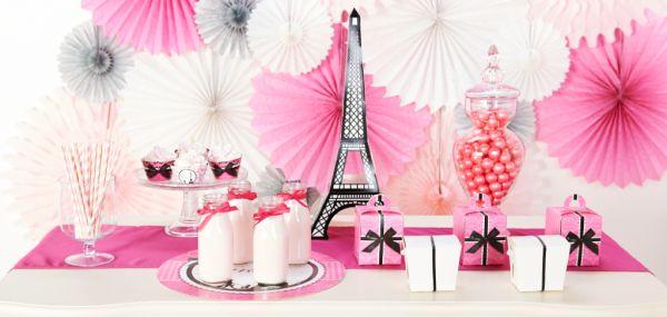 A decoração de festa com tema Paris é fofa e charmosa e encanta a todos (Foto: birthdayexpress.com)