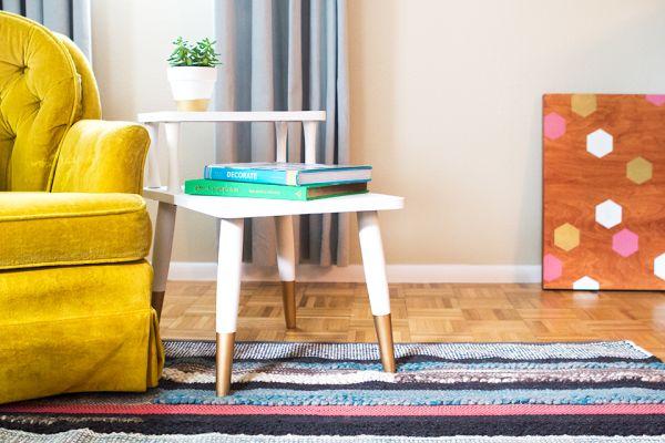 Com esta ideia para reformar mesa de centro antiga você vai colocar os seus talentos artísticos para trabalhar (Foto: sarahhearts.com)
