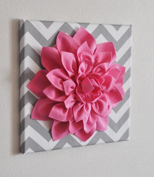 Estas lindas flores de feltro para decoração podem também enfeitar outros itens (Foto: wonderfuldiy.com)