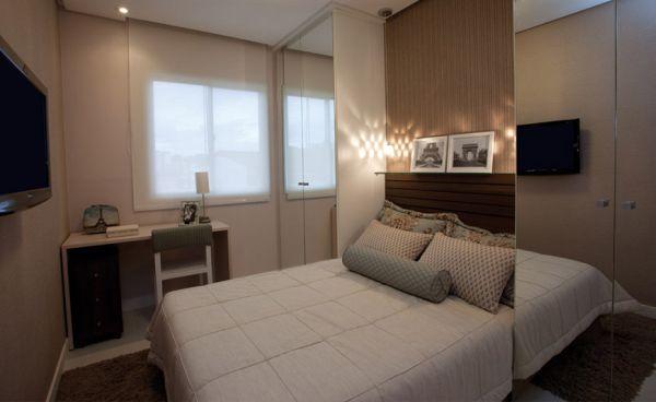 A decoração de quarto de casal pequeno com guarda-roupa pode ser muito interessante (Foto: ciello.com.br)