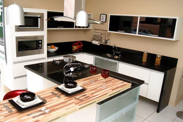 Há muitas e lindas ideias de cozinhas planejadas pequenas e modernas (Foto: casabemfeita.com)