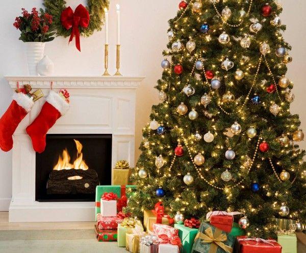 Ideias diferentes para decorar árvore de Natal podem renovar instantaneamente o visual de sua árvore já velhinha (Foto: fashionbubbles.com)