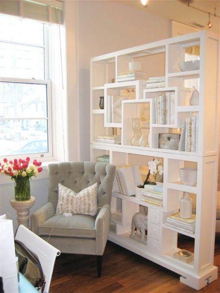 Decora o e projetos como decorar uma estante de sala de estar for Sala de estar the sims 4
