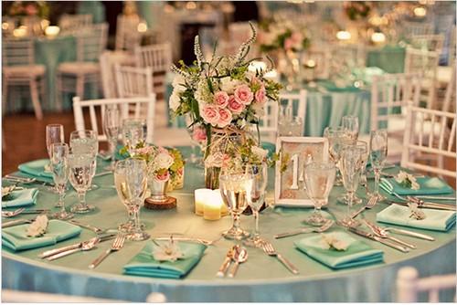 Há muitas ideias simples para decoração de casamento azul e rosa para deixar o sue grande dia ainda mais especial (Foto: souttomayor.com.br)