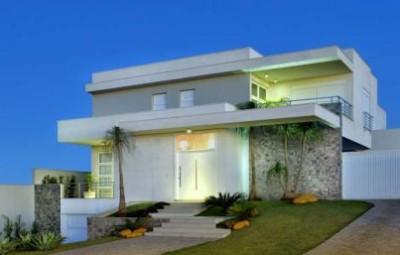 A decoração de fachadas de casas com escadas na frente é diferente e pode renovar o visual de toda a parte externa de sua casa (Foto: winkmag.com.br)
